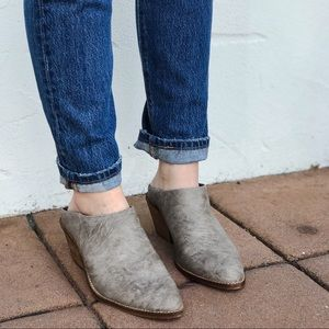 The CANYON Stacked Heel Mule in Grey